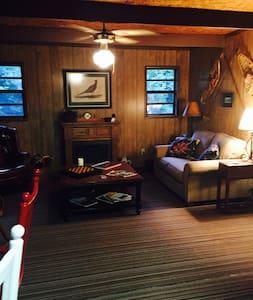 Cozy Cabin at 3400' high near Asheville Sleeps 4 - Canton
