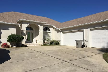 Spacious, Pool, Near Interstate - Pensacola