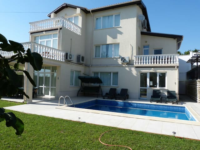 "Villa ""Lucia"" in Balchik with pool. - Balchik - Villa"