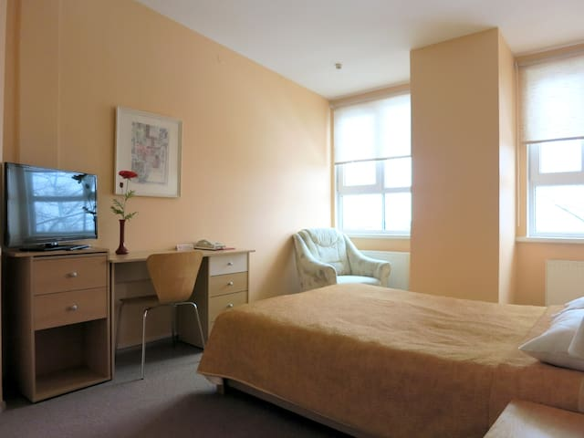 Central Studio Apartment 61b