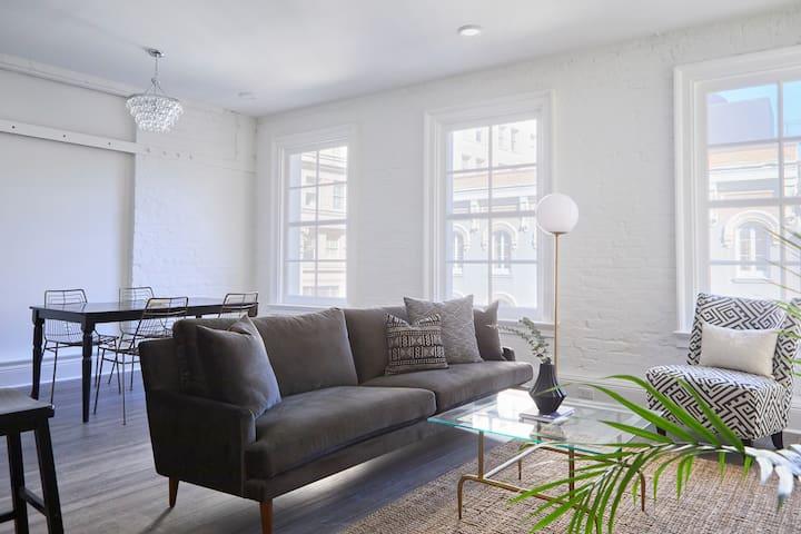 Sonder | Lafayette Square | Spacious 2BR + Laundry