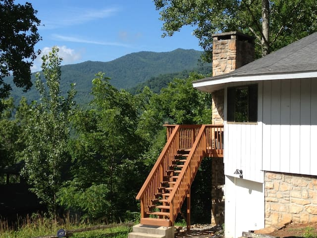 2BR/2BA with Serene Mountain Views - Canton - House