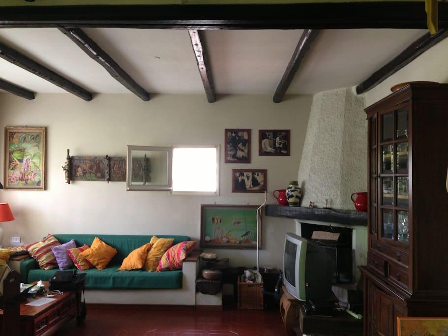 Il soggiorno con camino