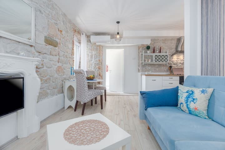 new! Apartment George Old Town