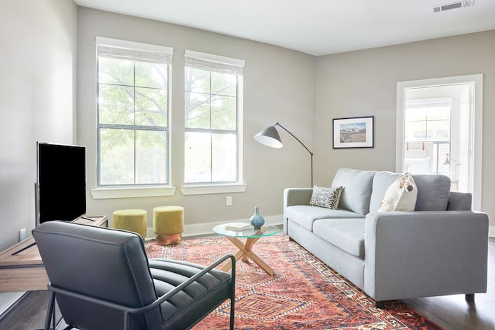Sonder | East Eleventh | Modern 3BR + Pool