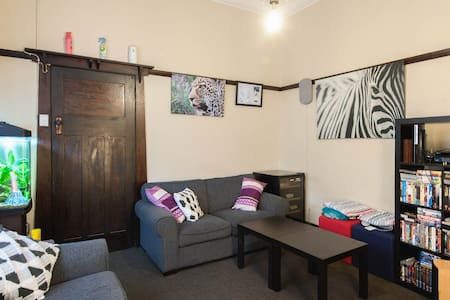 Spacious room close to everything - Maroubra - Hus