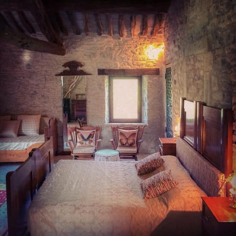 doble room in typical tuscany house