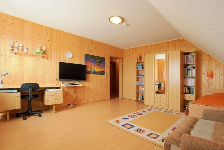 ID 1630 | 4 Private rooms wifi - Laatzen - House