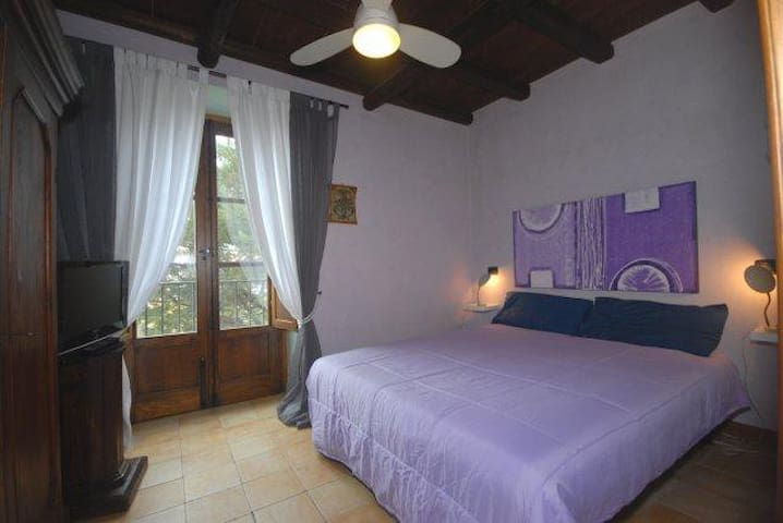 double bedroom,garden / bay vieuw,tv plasma,private balcony,shared bathroom