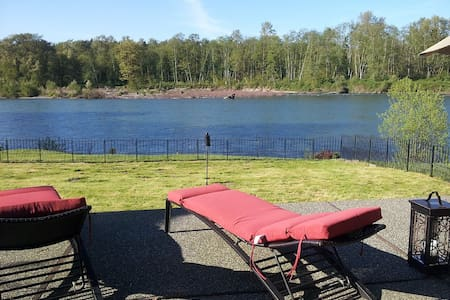 Luxury 4600ft 6 BDRM Riverfront Hm - Monroe - Rumah
