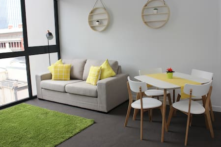 Modern CBD Apartment with FREE Parking - Perth