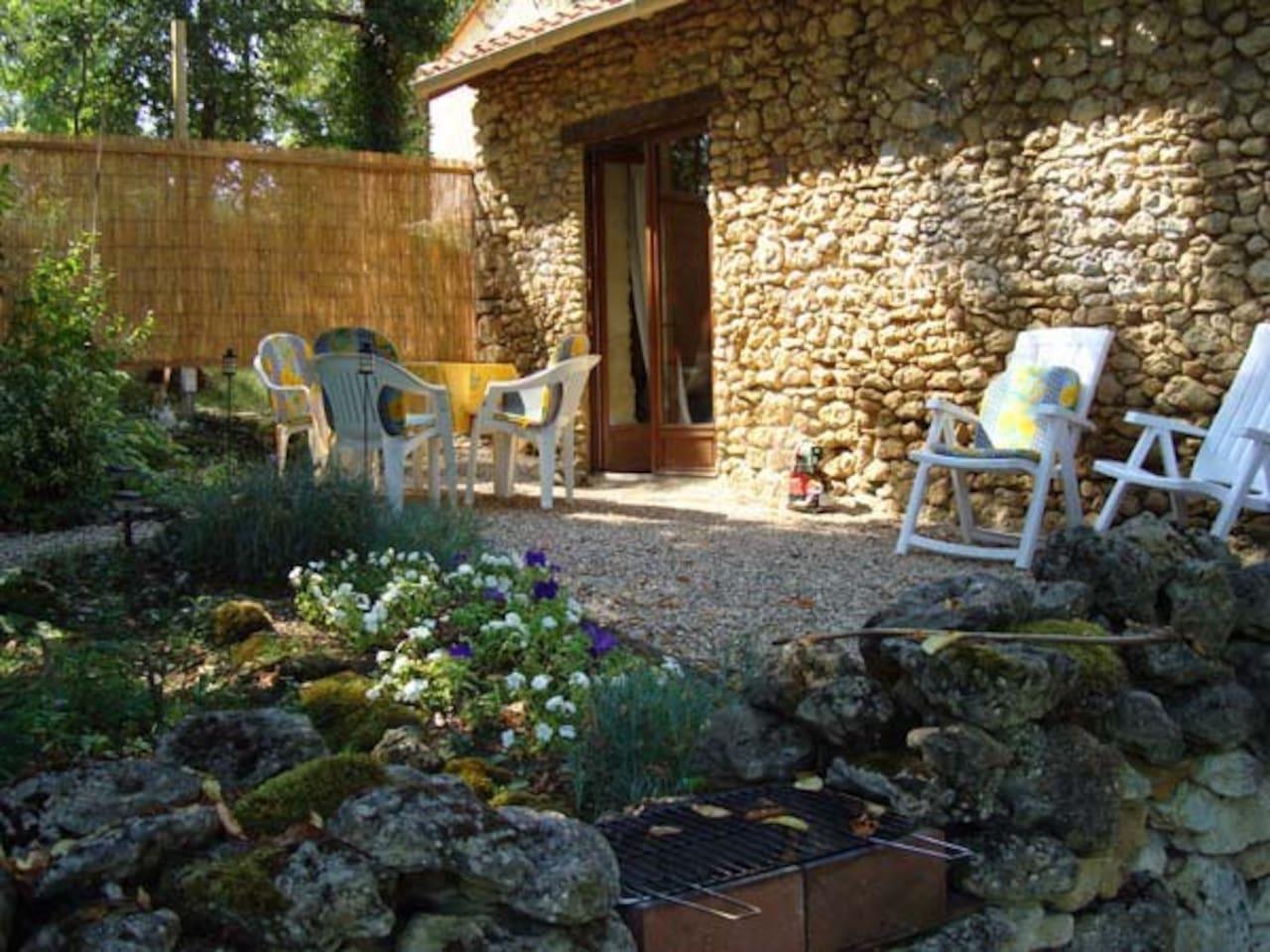 La petite maison from the garden