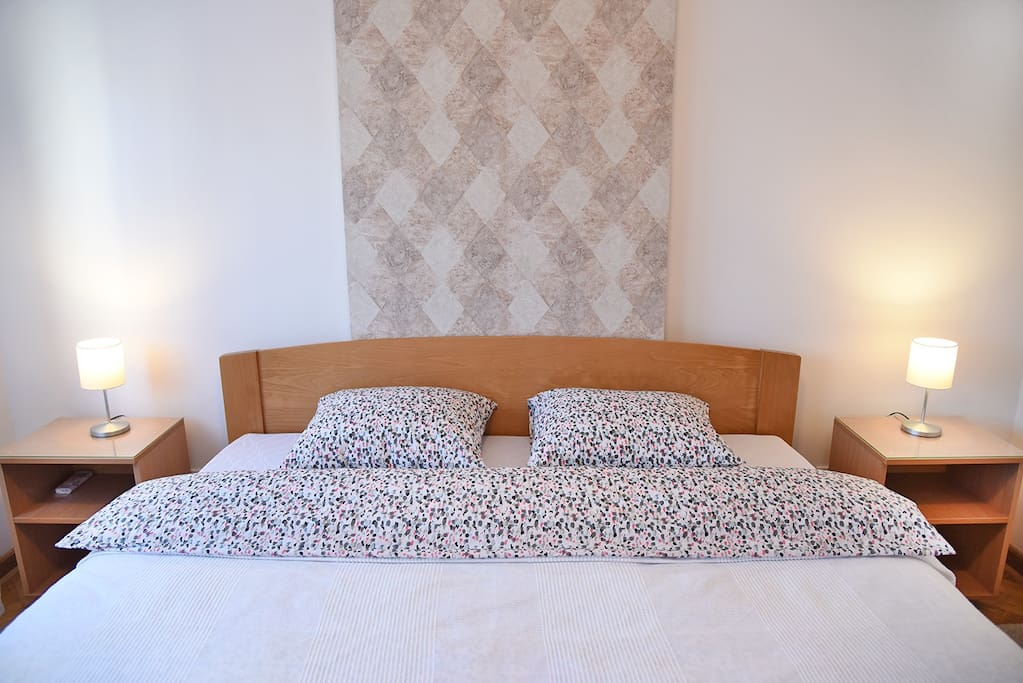 180 cm wide, 200 cm long bed with new orthopedic matress, great for one who like sleeping on a firm, endurable surface