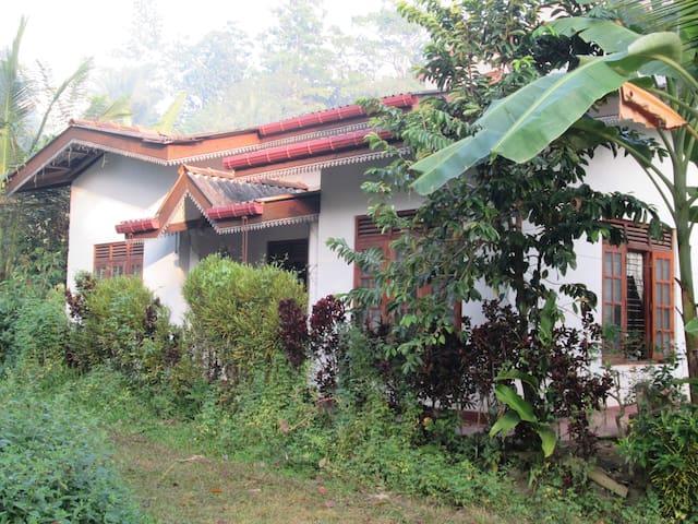 Evergreen Homes stay,Heenatigala