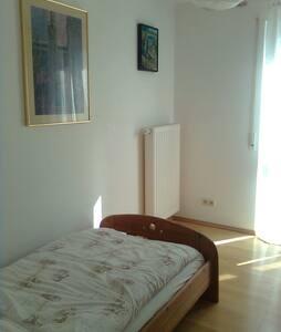Sonniges Zimmer im Reihenendhaus - Dußlingen