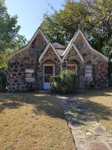 Cozy Stone Duplex - Fort Worth - Flat