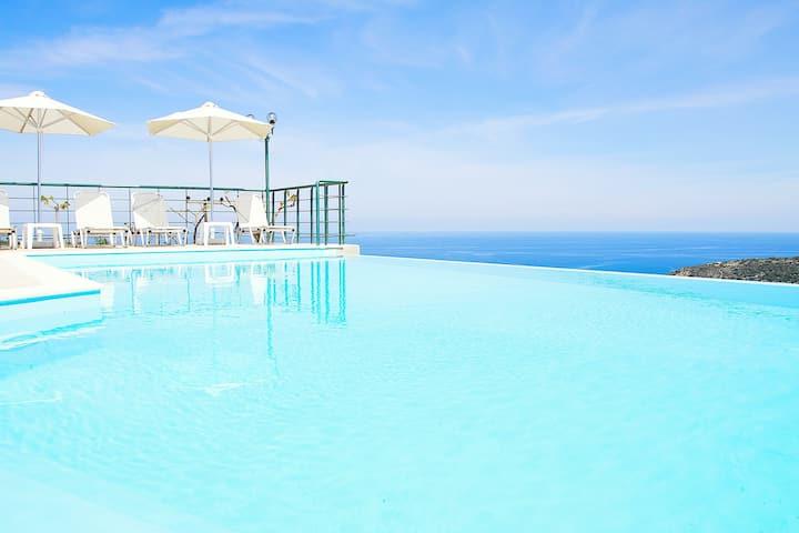 Villa Chrissi, Infinity Pool+View!