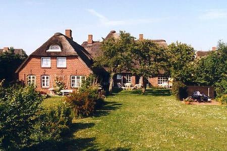 Friesenhof mit Garten, FeWo Krassen - Wrixum - Pis