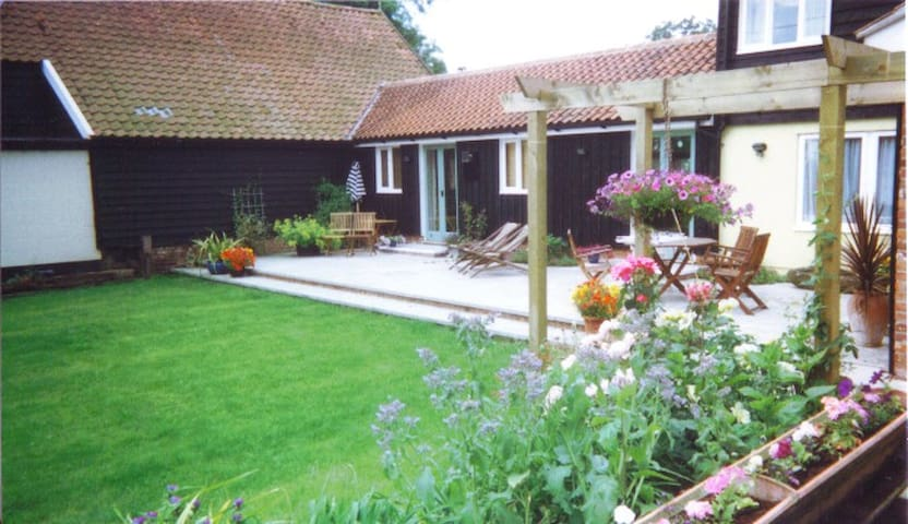 Charming small cottage, countryside views - Framlingham - Casa