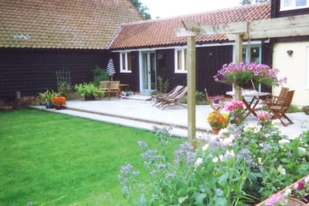 Charming small cottage, countryside views - Framlingham - 獨棟