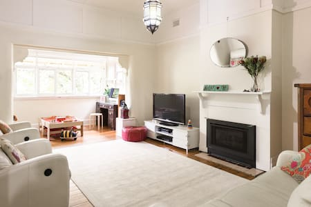 Family 3bdrm home in leafy St Kilda
