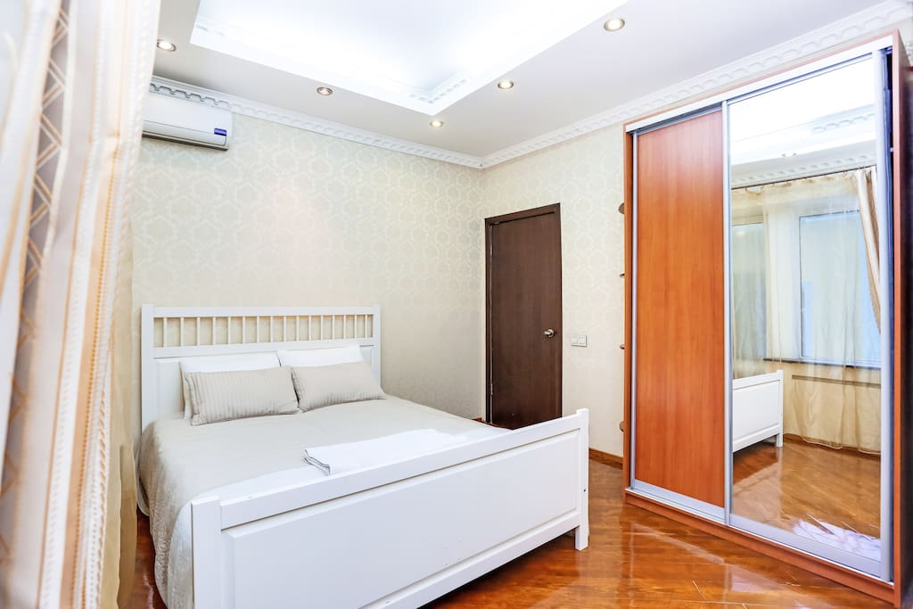 Bedroom: King size double bed 160x200