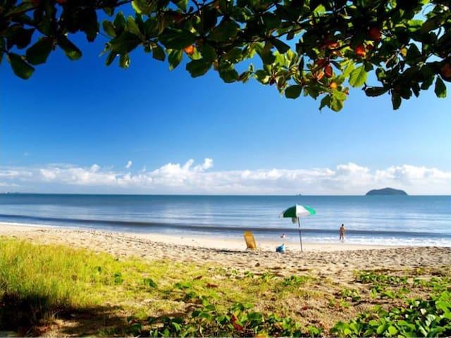 Bela praia de Piçarras e 10 min do Beto Carreiro