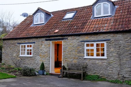 Cosy character cottage nr Sherborne - Somerset