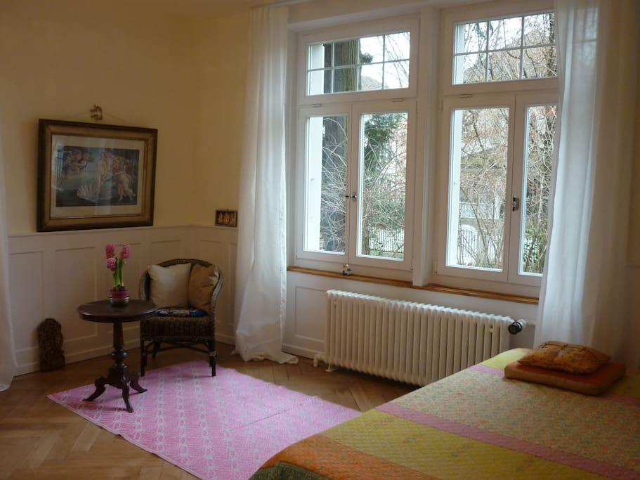 grosses zimmer in villa zentral mit bett 160cm b wohnungen zur miete in thun bern schweiz. Black Bedroom Furniture Sets. Home Design Ideas