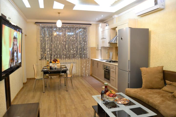 Cosy 3BR by Ani Plaza Hotel - Yerevan - Apartment