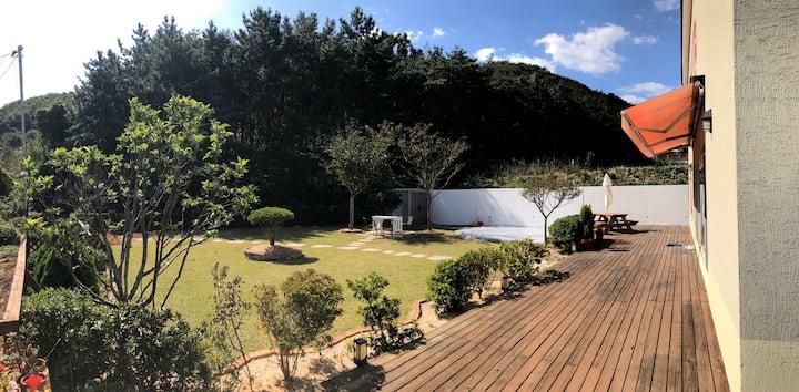 양정동- 정원이있는아뜰리에- 독립된 100평 정원과 1,2,3층 50평 프라이빗한 코티지