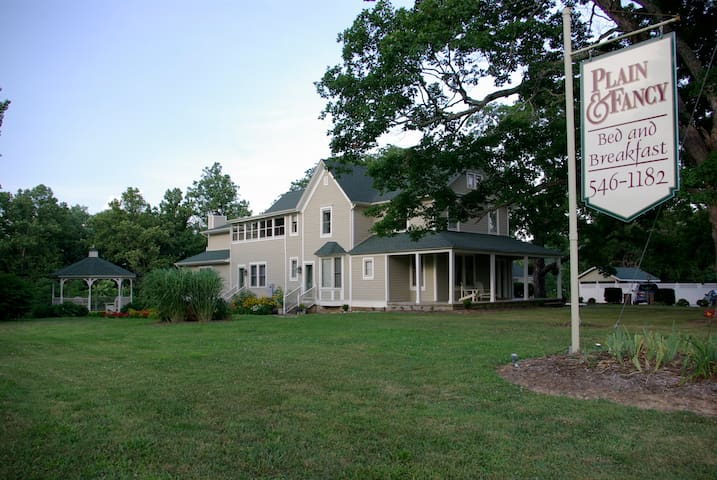 Plain & Fancy Bed & Breakfast - Ironton - Bed & Breakfast