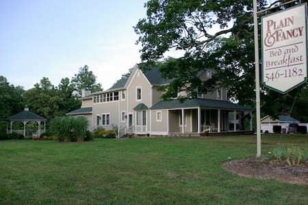 Plain & Fancy Bed & Breakfast - Ironton