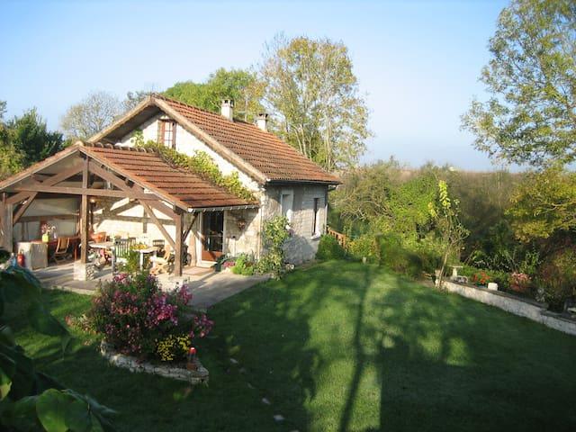 CRESPIERES UN P'TIT COIN D'PARADIS - Crespières - House