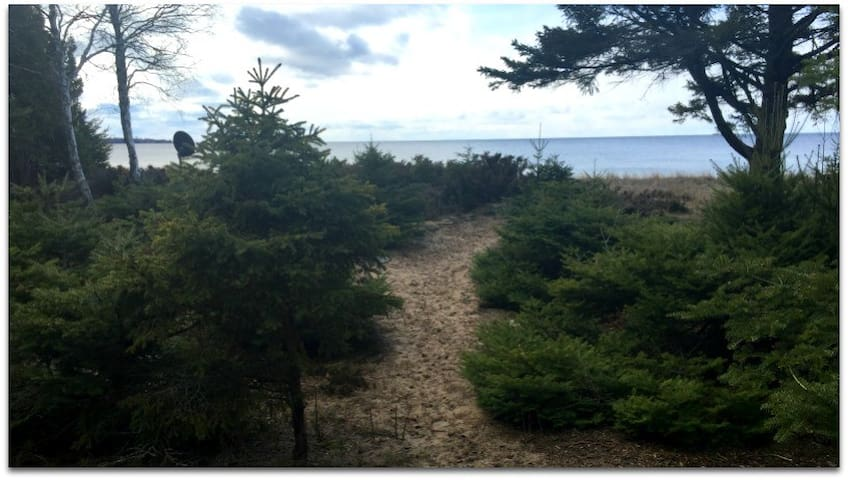 STONINGTON CLEARVIEW COTTAGE: Enjoy the beautiful view of Lake Michigan!