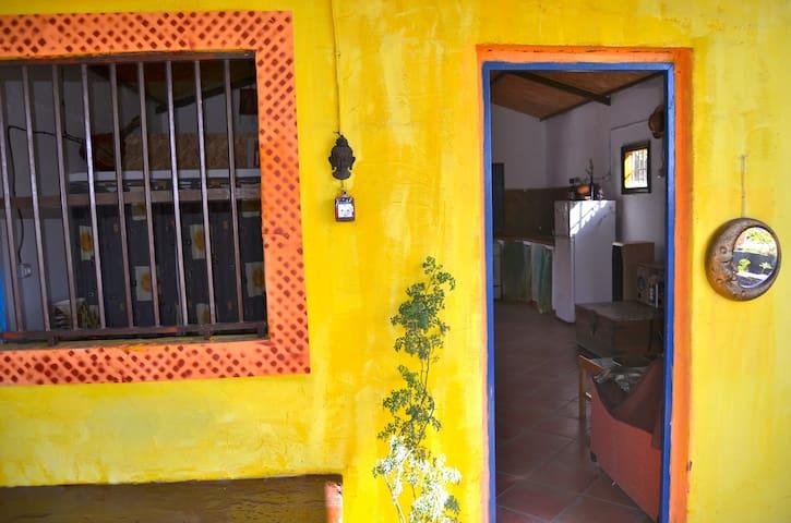 Casita en La Bombilla junto al mar - La Bombilla