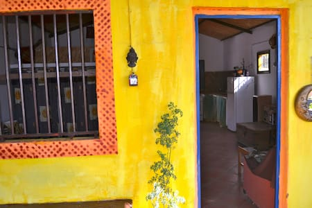 Casita en La Bombilla junto al mar - La Bombilla - Haus
