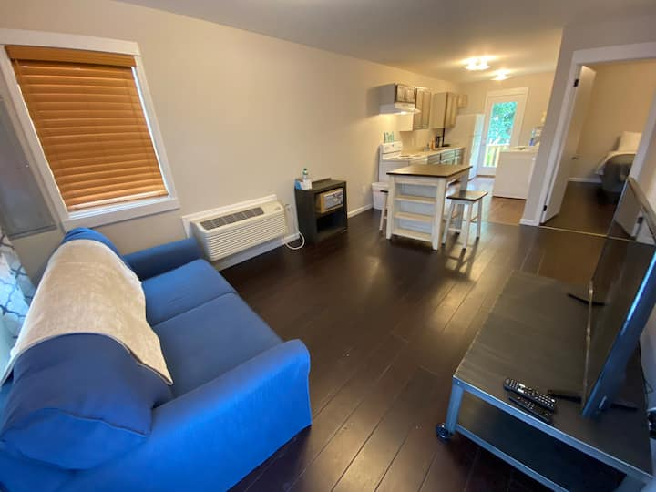 Candy's Little Cottage-BowlingGreen Extended Stay