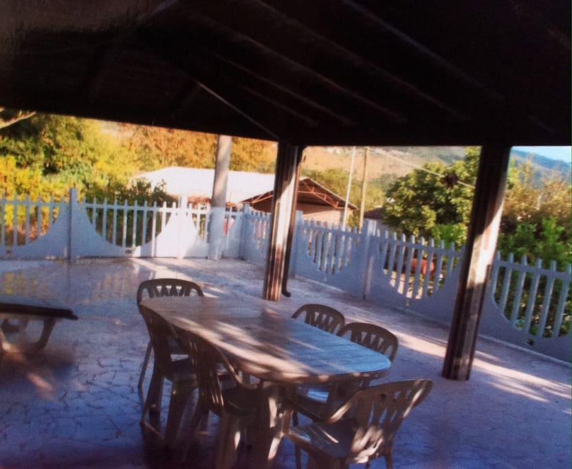 grande terrasse idéale  pour repas