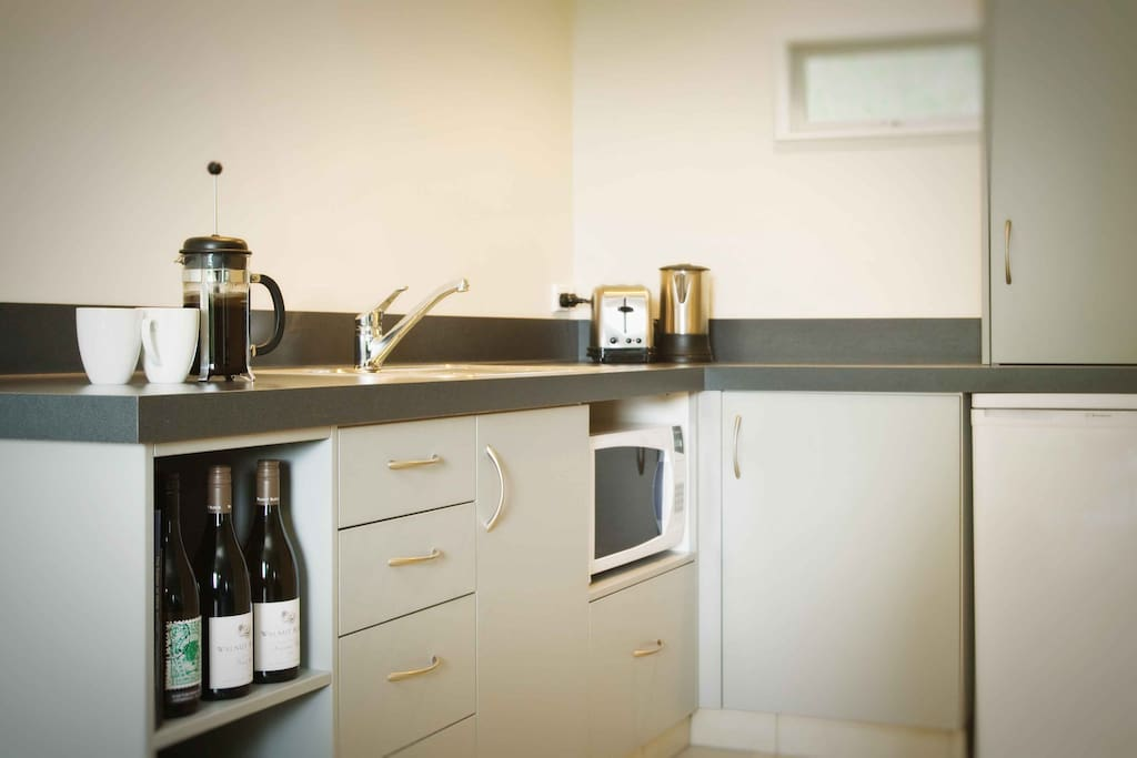 The kitchen facilities include a fridge, microwave, kettle, toaster and electric hob.