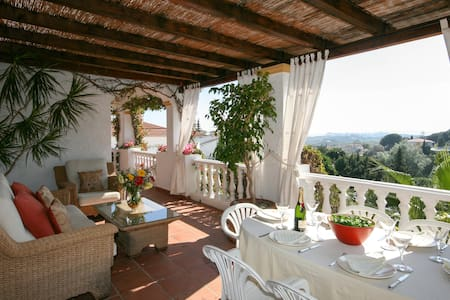 Five bedroomed Villa to Rent for holidays in Mijas - Mijas - Villa