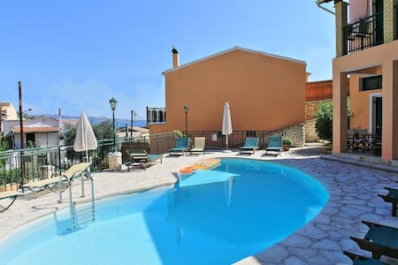 Nikos: beach, swimming pool - Flat