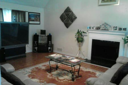 Comfortable, Safe and quiet Atlanta Room - Riverdale - Casa