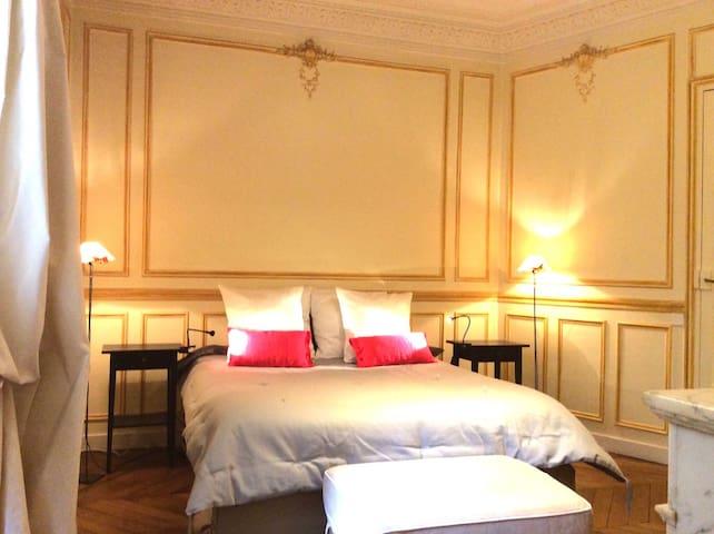 APART -ChampsELYSEES & EIFFELTOWER