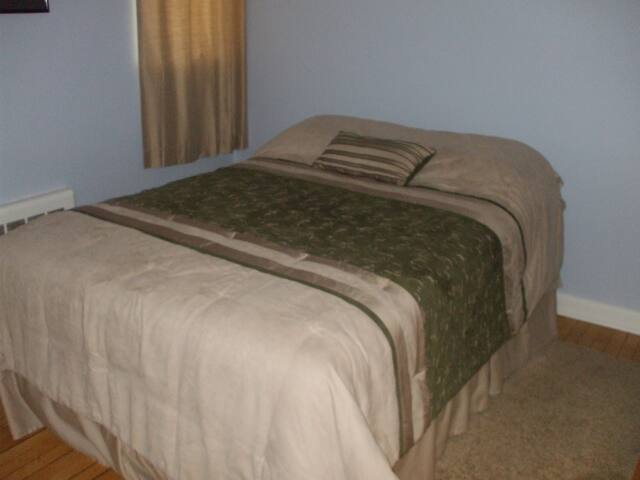 Full Size Bedroom in Private House - Middlebury - Casa