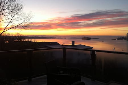 Harbour View  Loft - Dartmouth