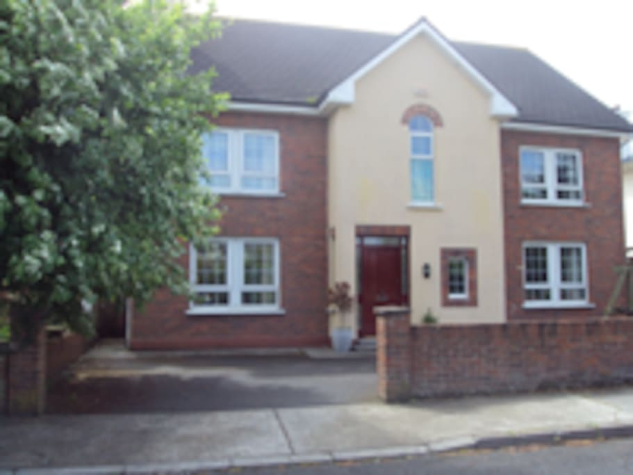 Large detached home in  central location