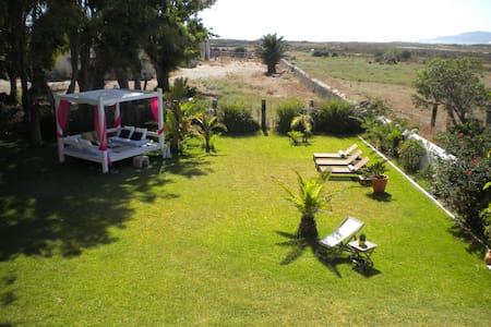 Habitación en el Cortijo el Pozuelo - Tarifa - Bed & Breakfast