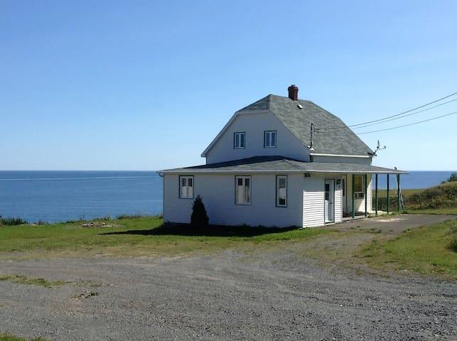 Bord de mer sur chemin tranquille - Gaspé - Haus