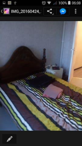 Chambre avec lit 2 places - Brignais - Apartment
